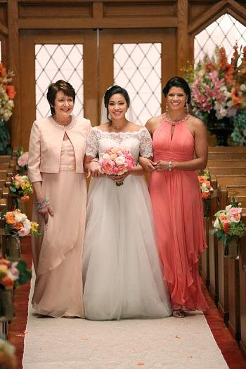 """Jane The Virgin -- """"Chapter Forty-Four"""" -- Image Number: JAV222b_0346.jpg -- Pictured (L-R): Ivonne Coll as Alba, Gina Rodriquez as Jane and Andrea Navedo as Xo -- Photo: Scott Everett White/The CW -- © 2016 The CW Network, LLC. All Rights Reserved."""